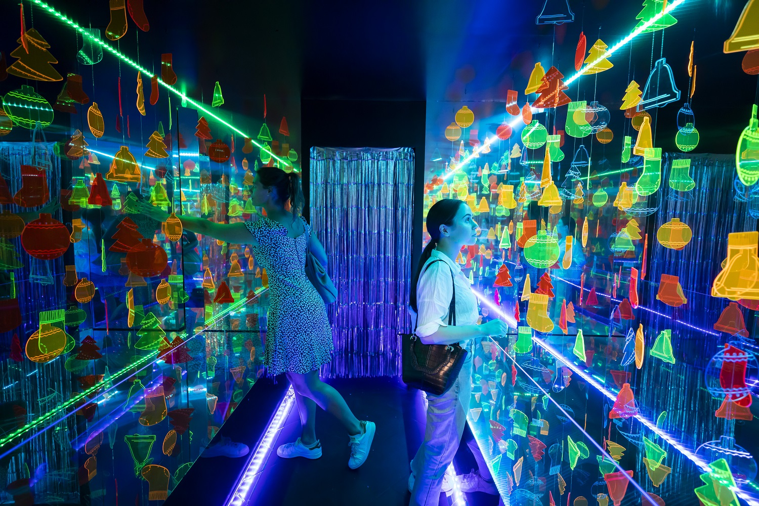 Experience the Christmas Infinity Rooms at Market City